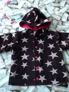 Ik maakte een tweede keer het jasje, naar dit gratis patroon. Het wordt er buiten niet warmer op en dus kon Noa al wel een herfstjasje gebru...