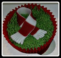 Football cupcake, footie scarf, Arsenal, Liverpool, Manchester United, Sunderland, red and white football strip cake
