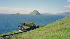 Norweç Denizi ile Kuzey Atlas okyanusu ortasında yer alan ada ülkesi toplam 18 adadan oluşmakta.