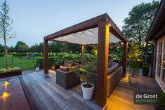 Landelijke tuin met grote vlonder in Uden