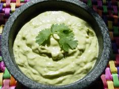 Ninfa's Green Guacamole Sauce _ This green sauce is popular in many Mexican restaurants around Houston. Ninfa's was one of the first to serve this sauce. Salsa Verde, Salsa Picante, Mexican Food Restaurants, Mexican Food Recipes, Ethnic Recipes, Copycat Recipes, Sauce Recipes, Cooking Recipes, Dip Recipes