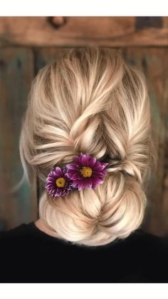 Quick Updo But this type of staining has one small feature that needs to be considered. Unusual geometric patterns can only be done on straight smooth Hair Up Styles, Cute Simple Hairstyles, Wedding Hairstyles Tutorial, Grunge Hair, Hair Videos, Makeup Videos, Bridesmaid Hair, Bun Hairstyles, Hair Hacks