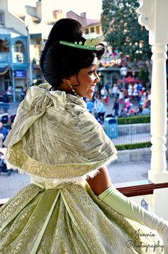 Walt Disney, Tiana Disney, Disney Love, Disney Parks, Disneyland Face Characters, Disney Characters Costumes, Tiana And Naveen, Princess Tiana, Tiana Costume