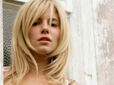 5 Blonde Hairstyles For Women - http://slodive.com/design/5-blonde-hairstyles-for-women/ #BlondeHair, #Haircuts, #Hairstyles