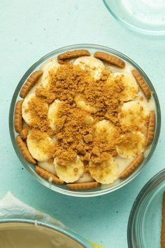 This creamy, Southern-style vegan banana pudding uses Biscoff cookies instead of vanilla wafers. Get ready to experience maximum dessert decadence, y'all!  #bananapudding #biscoff #pudding #vegan #tofu #creamy #southern #recipe #easy #homemade Vegan Lunches, Vegan Snacks, Vegan Desserts, Vegan Banana Pudding, Banana Pudding Recipes, Crunch Chocolate Bar, Best Vegan Recipes, Healthy Recipes, Vegan Whipped Cream