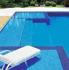 piscina con hamaca dentro del agua #pool #piscina #piscinadecristal #design