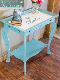 2015 resolution - finish my restoration projects ! like this Parisian Chalk Painted Side Table Diy Furniture Projects, Funky Furniture, Paint Furniture, Repurposed Furniture, Furniture Makeover, Furniture Refinishing, Painted Side Tables, Stenciled Table, Vintage Decor