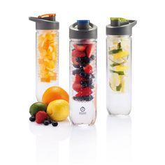 800ml Wasserflasche mit Aromafach für Früchte. Zusätzlich können Sie das Fach auch mit Eiswürfel füllen und somit als Kühlfach verwenden.   Die Wasserflaschen bedrucken wir individuell nach Ihren Vorstellungen mit Ihrem Firmenlogo ab bereits 60 Stück.    http://meine-werbeartikel.com/s/trinkflaschen-bedrucken/wasserflasche-mit-aromafach/
