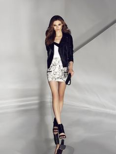 White top. Buy here: http://www.mohito.com/pl/pl/ks896-00x/blouse-with-contrast-trim Miniskirt. Buy here: http://www.mohito.com/pl/pl/kr952-00x/printed-mini-skirt