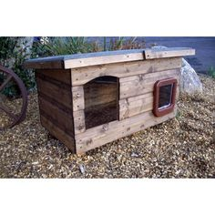 144 libras. Pent Super Outdoor Cat House