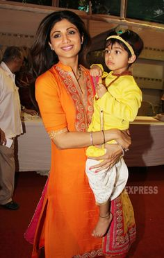 Actress Shilpa Shetty was seen at the Janmashthmi celebrations of ISKCON temple in Mumbai on September 5 along with her son. Mom And Son Outfits, Cotton Dresses Online, Bollywood Stars, Bollywood Fashion, Wedding Couple Poses, Sari Dress, Shilpa Shetty, Designs For Dresses, Kinds Of Clothes
