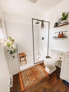 Bad Inspiration, Bathroom Inspiration, Bathroom Inspo, Bathroom Styling, Bathroom Lighting, Wood Floor Bathroom, Wood Bathroom Shelves, Shower Wood Floor, Farm House Bathroom