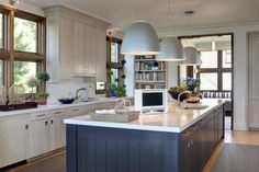 Blue & White kitchen cabinets perfect for this beachy home! Navy Blue Kitchen, Grey Kitchen Designs, Painted Kitchen Island, Kitchen Island Decor, White Kitchen Navy Island, Home Kitchens, Blue Kitchen Island, Contrasting Kitchen Island, Timeless Kitchen
