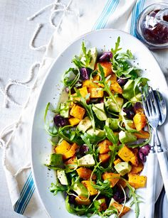 Roasted squash, olive, avocado and rocket salad by Ella Woodward Deliciously Ella Clean Recipes, Veggie Recipes, Salad Recipes, Vegetarian Recipes, Cooking Recipes, Healthy Recipes, Veggie Dinners, Ella Vegan, Healthy Salads