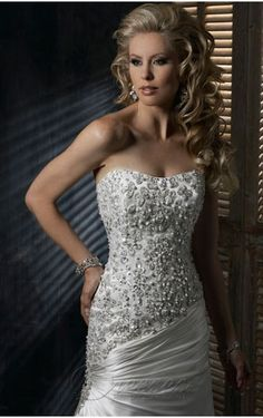 Popular White A-line Strapless Corset Closure Floor-length Wedding Dress Pleated Train With Beads Embroidery 00262