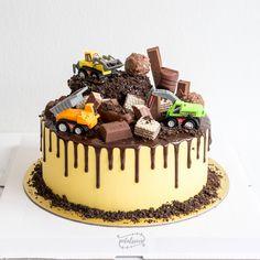 Truck Birthday Cakes, Truck Cakes, Monster Truck Birthday, Construction Theme Cake, Construction Birthday, Toy Trucks, Cakes For Boys, Themed Cakes, Amazing Cakes