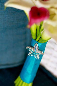 beach wedding bouquet, photo by nateandjenna.com