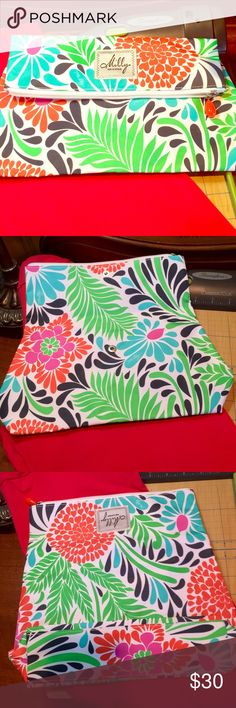 MILLY TRAVEL CLUTCH IN PERFECT CONDITION TO DIE FOR MILLY TRAVEL BAG VIBRANT COLORS THIS PIECE IS PERFECT SIGNATURE BRAND Milly Bags Travel Bags