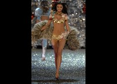 Miranda Kerr has been chosen to model VS's $2.5 million dollar bra....its apparently decorated with diamonds! I could use a diamond bra
