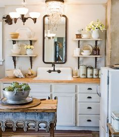 I love this vintage kitchen.  Especially love the table . . .