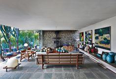 Пара бывших хиппи построила в Бельгии яркую модернистскую виллу, которая напоминает им о годах, проведенных в коммуне.