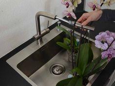 Innova Küchenarmatur ausziehbar in Edelstahl gebürstet, eingebaut in einer Küche in Sterzing