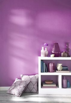Radiant Orchid, color of the year for from the Pantone Universe paint collection by Valspar. Deco Violet, Murs Violets, Orchid Color, Purple Rooms, Purple Walls, Grey Walls, Purple Interior, Interior Colors, Color Of The Year