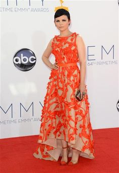 Ginnifer Goodwin looked amazing at the Emmy's in a retro, coral, tea-length dress Nude Gown, The Emmys, Oscar Dresses, Tea Length Dresses, Retro Look, Vintage Beauty, Ginnifer Goodwin, Dress To Impress, Awards
