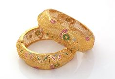 Indian Jewellery and Clothing: Beautiful diamond and gold bangles from NAC jewellers. Jewelry Design Earrings, Gold Earrings Designs, Gold Jewelry, Bridal Bangles, Bridal Jewellery, Gold Bangles Design, Indian Jewelry, Fashion Jewelry, Jewels