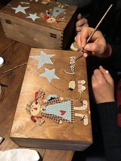 El encanto de antaño.: Cajita para patrones y un curso muy divertido Painted Wooden Boxes, Wooden Decor, Kelsey Rose, Crafts To Make, Diy Crafts, Country Quilts, Decoupage Box, Country Paintings, Sewing Box