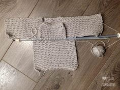 Tuto Pull bébé au tricot - Merveilles et Coquillettes Crochet Baby, Knit Crochet, Pull Bebe, Baby Boy Knitting, Baby Born, Punch Needle, Reusable Tote Bags, Diy Crafts, Sewing