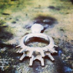 Fresh casting #metalcasting #jewelerbench #tw #justinwellsjewelry #whitegold #instajewelrygroup #jewelrydesign #xl5stone