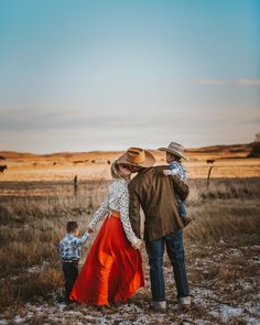 Cowboy Family Pictures, Western Family Photos, Western Baby Pictures, Winter Family Pictures, Couple Pictures, Family Pics, Wedding Pictures, Wedding Photography Poses, Family Photography