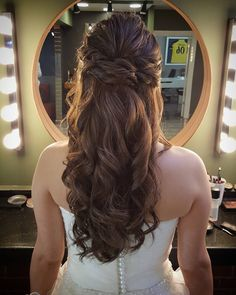 Gelin saçı ve makyaj modelleri www. - Gelin saçı ve makyaj modelleri www. Engagement Hairstyles, Wedding Hairstyles, Down Hairstyles, Cute Hairstyles, Everyday Hairstyles, Bridal Hair And Makeup, Hair Makeup, Mint Quinceanera Dresses, Half Up Curls