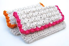 Summer Crochet Clutch.  A quick and easy accessory you can make with this free crochet pattern