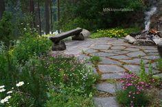 Liuskekiveys nuotiopaikalla Garden Inspiration, Stepping Stones, Ideas Para, Outdoor Decor, Plants, Gardens, Stair Risers, Plant, Planets