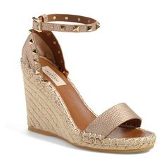 Valentino 'Rockstud' Wedge Espadrille Sandal (30.150 UYU) ❤ liked on Polyvore featuring shoes, sandals, metallic leather, wedges shoes, valentino sandals, metallic sandals, leather sandals and wedge heel sandals