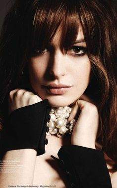 Anne Hathaway, so very pretty.