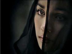 romantyczność kobieca - - gif z czarnym tłem - Memory-Whisper