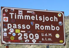 Arrive to the Timmelsjoch pass by bike