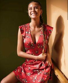 Camila Gallardo, Wattpad Books, Beauty Women, Diva, Wrap Dress, Vogue, Classy, Sexy, Pretty
