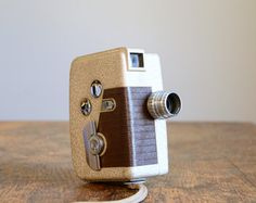 Vintage 1950s Revere Eight 8mm Movie Camera .. Model 80