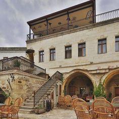 By @chelebicavehouse on Instagram ☆2017/06/21 01:08:30 ☆Chelebi Cave House  in Cappadocia ☆Herkeze iyi akşamlar,beraber tatil yapmak istediğiniz arkadaşınızı etiketleyin 📌  #iyiakşamlar #goodevening #passion #bestoftheday #picoftheday #chelebicavehouse #cave #hotels #terrace #followme #instagood #instagram #instatravel #traveller #travelblog #travelgram #travel #instatravel #goreme #turkey #wanderlust #vacation #holiday #balloons #sky #clouds #sunrise #amazing #beautifulhotels #beautiful