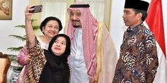 "Top News: ""SAUDI ARABIA POLITICS: King Salman Embraces Selfie"" - http://politicoscope.com/wp-content/uploads/2017/03/Indonesian-President-Joko-Widodo-R-Megawati-Sukarnoputri-and-her-daughter-Puan-Maharani-a-minister-in-his-cabinet-take-a-selfie-with-Saudi-Arabias-King-Salman-C.jpg - ""I'm very happy to be here in Indonesia and with the Indonesian people,"" King Salman says to the camera, as an interpreter sitting behind him translates into Bahasa Indonesia.  on World Political"