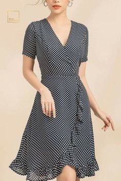 Easy wrap dress to refashion Simple Dresses, Pretty Dresses, Casual Dresses, Short Sleeve Dresses, Dresses Dresses, Dress Outfits, Fashion Dresses, Dress Sewing Patterns, Dot Dress