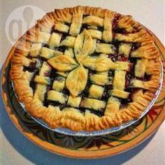 There is nothing to beat a fresh blueberry pie. It doesn't need much: sugar, a bit of cornstarch to thicken all the nice juices and cinnamon. It's perfect with fresh berries, but still mighty fine with frozen ones. Fresh Blueberry Pie, Blueberry Pie Recipes, Cooking Pork Roast, Cooking Fish, Biscuits Graham, Cooking Fresh Green Beans, Cooking With Ground Beef, 13 Desserts, Cooking Movies