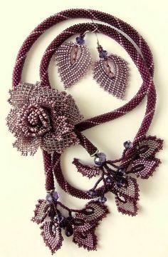 Beautiful jewelry with roses - bijou avec tissage - Beautiful jewelry with roses Beautiful jewelry with roses Diy Jewelry Unique, Jewelry Art, Beaded Jewelry, Handmade Jewelry, Jewelry Model, Dainty Jewelry, Modern Jewelry, Jewelry Shop, Gold Jewelry