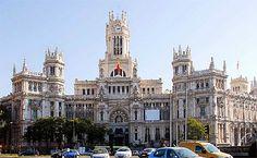 """500 millones, costó la restauración del Palacio de Cibeles, para que el Ayuntamiento de Madrid pudiese instalar su nueva sede. El presupuesto acabó siendo un 75% superior al inicial, Fue Gallardón quien dio luz verde al proyecto. Para financiarlo ofreció al gobierno inmuebles por valor de 360 millones de euros + los """"67 millones"""" que costaría la restauración del Palacio.  Muchos apuntan al derroche de esta acción (mandato de Gallardón) ya que esos 67 millones acabaron siendo 138. MADRID"""