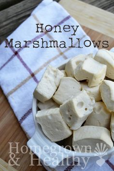marshmallows Healthy homemade honey marshmallows infused with probiotics.Healthy homemade honey marshmallows infused with probiotics. Honey Recipes, Whole Food Recipes, Snack Recipes, Dessert Recipes, Cupcake Recipes, Sweet Recipes, Recipes With Marshmallows, Homemade Marshmallows, Marshmallow Recipes