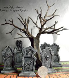 Every day is Halloween Halloween Diorama, Halloween Village Display, Casa Halloween, Halloween Clay, Halloween Tombstones, Halloween Miniatures, Halloween Haunted Houses, Diy Halloween Decorations, Halloween Crafts